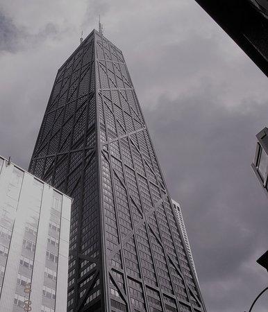 Chicago: l'incombente struttura del John Hancock Center