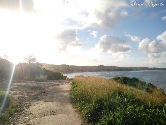 Cabo de Santo Agostinho, PE: Local com uma paisagem lindíssima, o acesso é de estrada de barro, próximo a esse local é possivel saltar na tirolesa, e fazer passeios de lancha. Há diversas praias na localidade, Vale apenas conhecer.