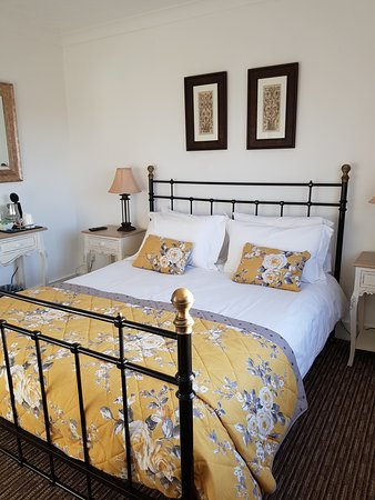 Cranfield, UK: Large Double room - Comfortable and relaxing.  King size bed
