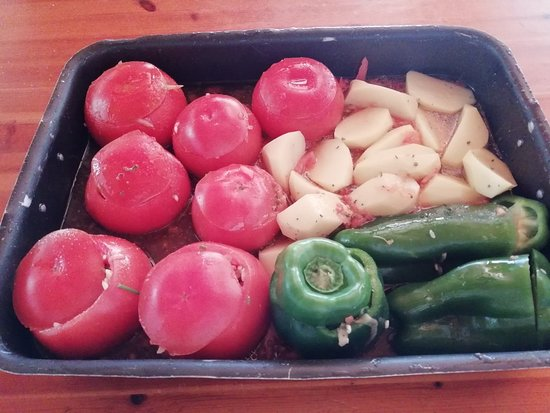 Kivernitis: Γεμιστά! Stuffed tomatoes and peppers!