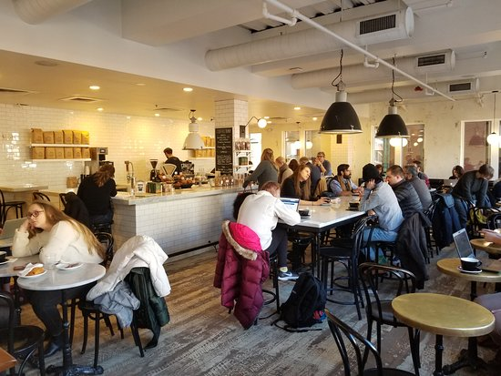 Tatte Bakery & Cafe: Upstairs Area