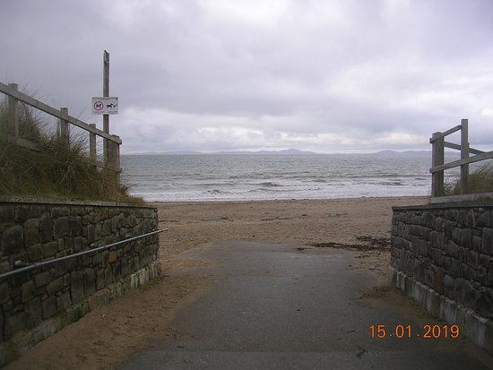 Entrance to Llandanwg Beach