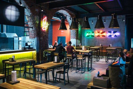X-Burgers: Новая сеть стрит-баров для всех, кто не может жить без драйва, ветра, волны и экстрима.