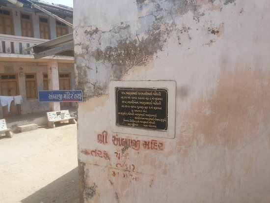 Patan District, อินเดีย: Way to Paanch Pandavas and ancient tree place.