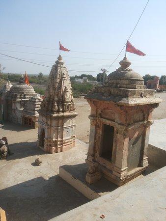 Patan District, อินเดีย: Ancient sites near the temple.