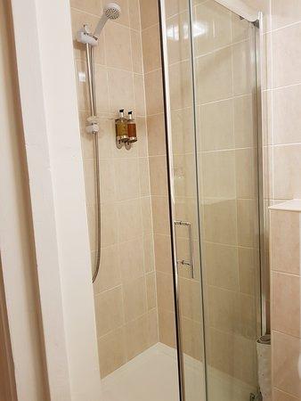 Cranfield, UK: En-suite shower room