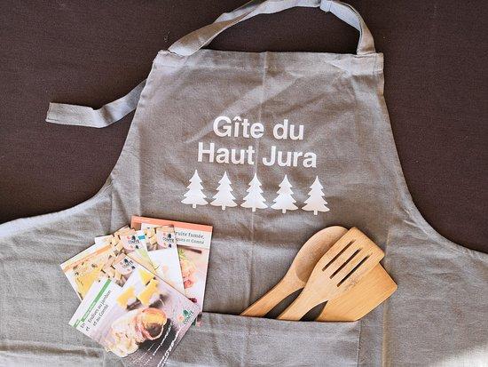 Chaux-des-Crotenay, France: cuisine équipée haut de gamme... en avant les raclettes !