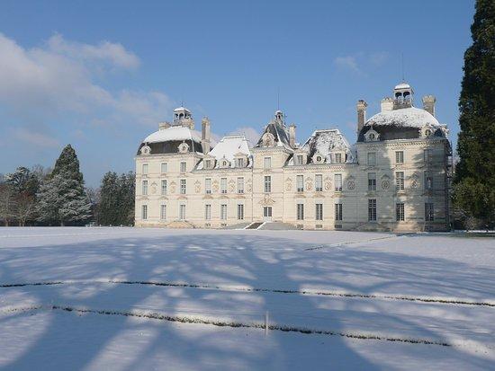 Le château de Cheverny sous la neige.  ©️C. de Vibraye