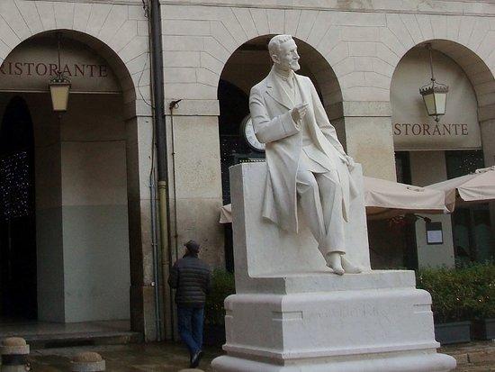Monumento a Giulio Ricordi