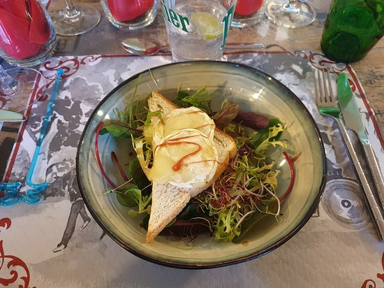 Issenheim, France : entrée, chèvre chaud sur toast et petite salade