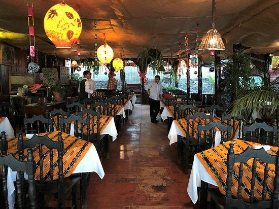 Restaurant El Cayuco: Inside the restaurant