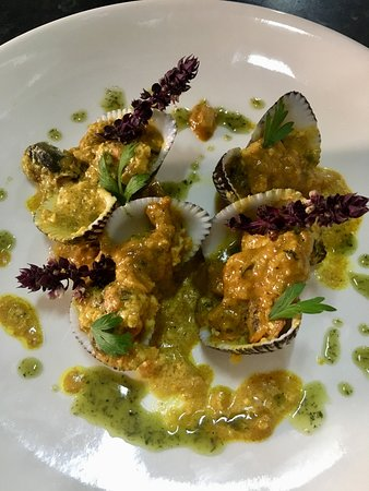 K2 Cafe: Local curried clams