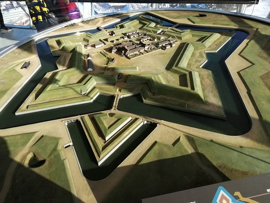 Goryokaku Tower: 模型。五芒星に追加されたのですかね?水路がちょっと細めですし