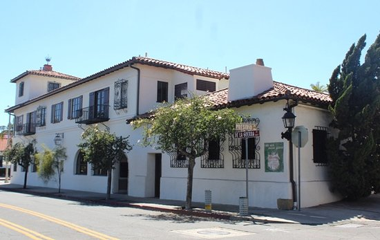 Historic Walking Tour of Santa Barbara