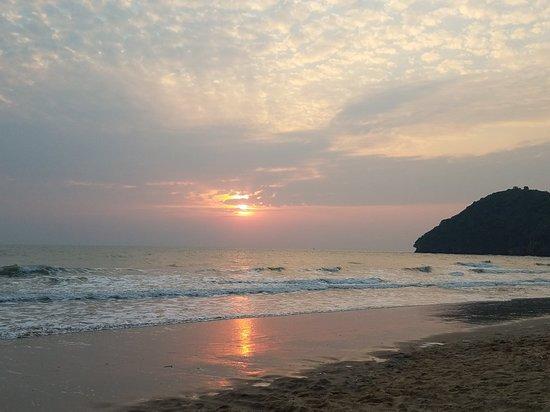 ปากน้ำปราณ, ไทย: Khao Kalok Beach