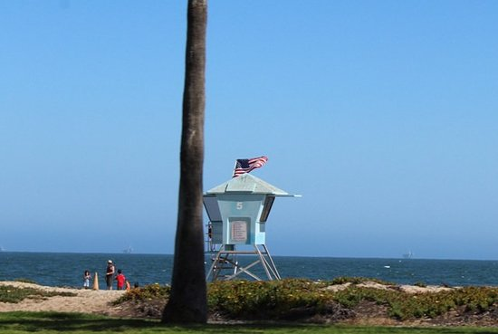East Beach: Spiaggia e torretta
