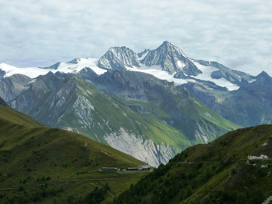 Kals am Grossglockner, Austria: Il Großglockner (3.798 m) la più alta montagna austriaca ripreso dalla forcella situata sopra il Rifugio Kals-Matreier-Törl a circa 2500 m.