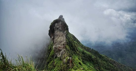 Illikkal Kallu or Illikkal Boulder is a pristine viewpoint located at 4000ft ASL in Kottayam District. It is about 50km from Kottayam and 6km from Teekoy. Once reached Teakoy, take a left from Erattupetta, take a right onto the bridge and after approx. 2-3km take a left to Illikkakkallu. Going straight would take one to Vagamon. Illikkalkallu can be easily sighted from any part of Kottayam. This place is only a developing tourist spot and a good destination for a day trip if one is from Central