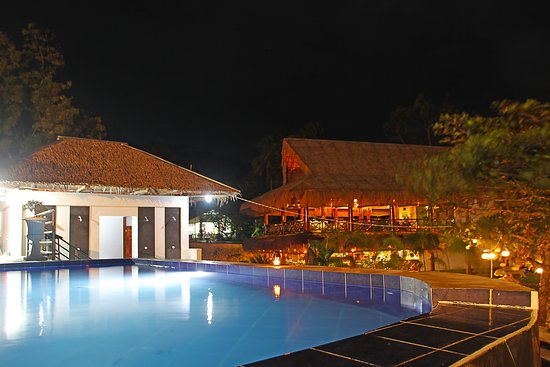 Negros Oriental, Philippinen: Evening view of pool facing to the Resto