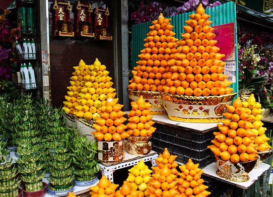 Flower Market Road: Stunning pyramids of fruit.