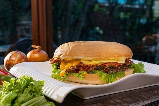 Santa Maria, Philippines: Big Bob Burger (BBB)