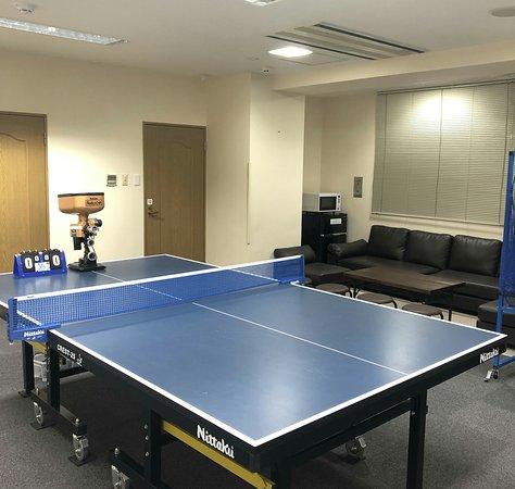 ご利用料金(1時間)  VIPルーム 1000円/1室 (10名様ご利用の場合お一人様100円)  貸ラケット・卓球ボール 無料貸し出し