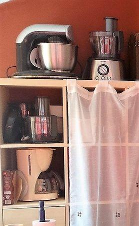 Küche - mit vielen neuwertigen Küchenmaschinen