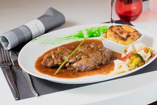 Divino's: Le chef du Divino's propose ce morceau de connaisseur : l'araignée de boeuf. Elle est servie poêlée avec une sauce échalote, accompagné d'un gratin dauphinois et de petits légumes. 22€