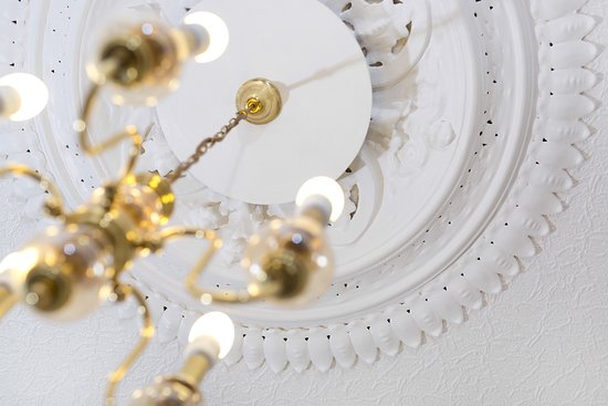 """Cullercoats, UK: Ornate ceiling plasterwork Apartments 1A """"Sunrise"""" and 3 """"Spectacular"""" lounge"""