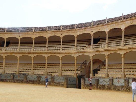 Plaza de Toros de Ronda: ARENA VISTA POR DENTRO