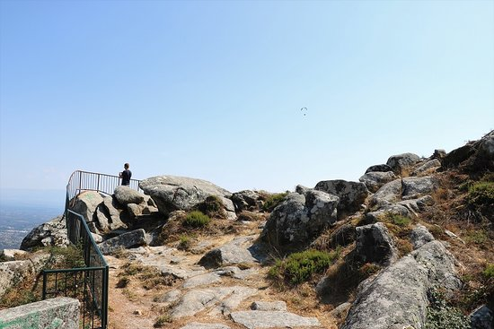Caramulo, Portugal: Lookout point above the parking lot