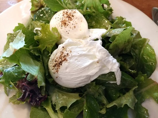 Baby leaf salad & poached eggs at Local 360, Seattle (19/Jan/19).