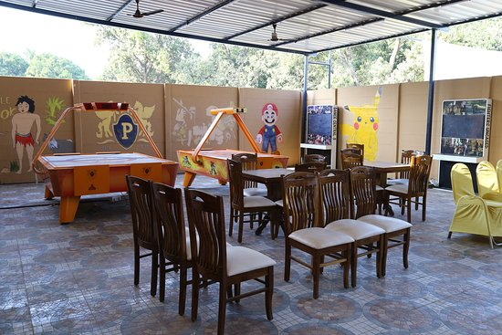 Vapi, Indien: Indoor Games like Motion Arcade Games , Air Hockey , Pool and many more
