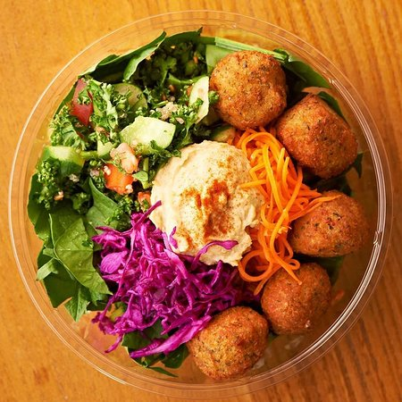 Bangkok, Thaimaa: The Falafel & Hummus Salad  - the healthiest and most fulfilling choice ..