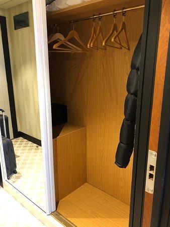 Área do armário 2 portas.
