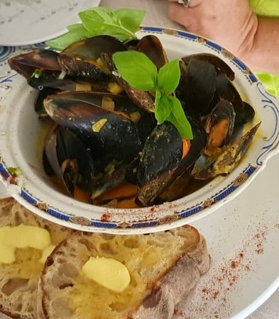 Mussels in a light curry sauce