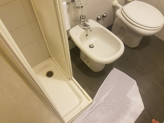 Flooded bathroom because shower did not drain at Comfort Hotel Europa Genova City Center