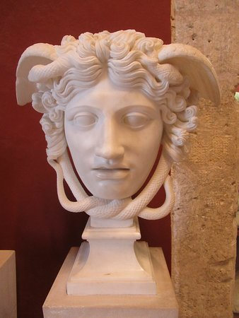 Masque de Méduse de type Rondanini copie XVIIIe s