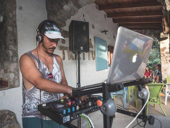 Kite Village Sardegna: KVS - Scuola kitesurf Punta Trettu Sardegna - Party DJ Set