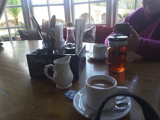 Bickleigh, UK: Generous serving of tea