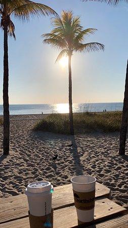 Plunge Beach Resort: Strandbar mit Sonnenaufgang
