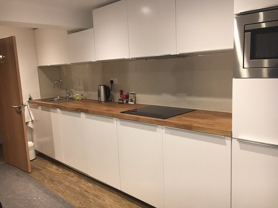 McMillan House Studio Apartments: Superb location, spotless spacious rooms with great facilities