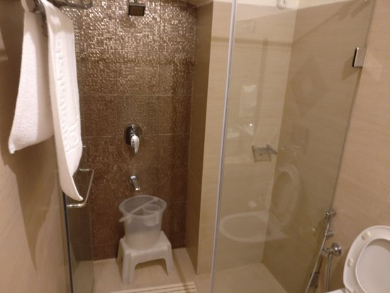 Grand View Hotel: The bath area in Garden view rooms