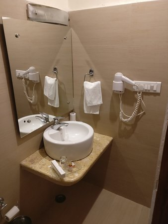 Grand View Hotel: The bathroom in Garden view rooms