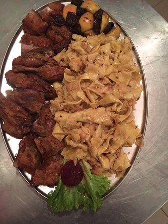 Krapinske Toplice, Croácia: duck from the Owen and Mlinci (regional specialty pasta)