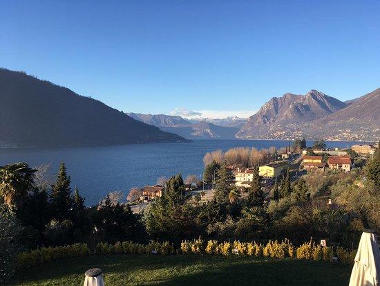 Sale Marasino, Italie : Questa è la splendida vista che si gode dal terrazzo...