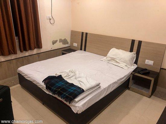 Hotel con buena ubicación pero poca limpieza