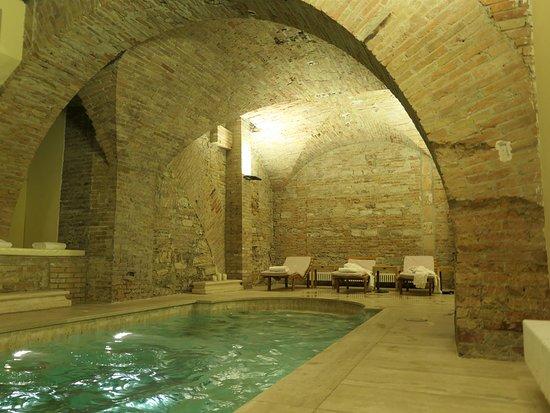 Sina Brufani: Grotto Pool