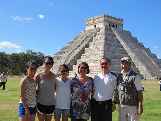 an excellent day in Chichen Itza with a great weather traveling always in family
