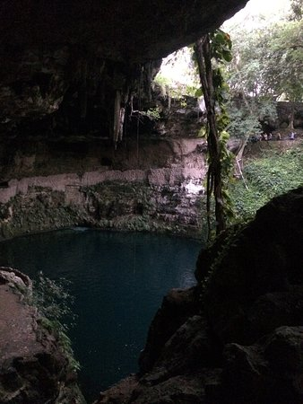 Other side of the cenote/A cenote másik oldala